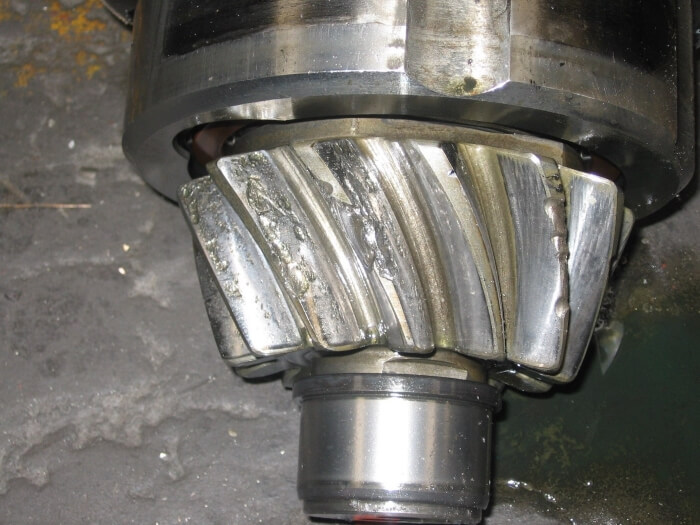 Advanced pittings on a gearbox